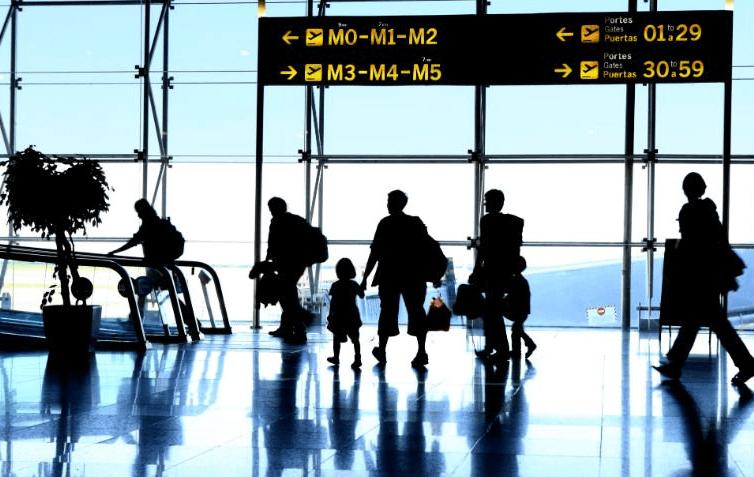 Vers une interdiction des laptops et tablettes à bord des avions ?