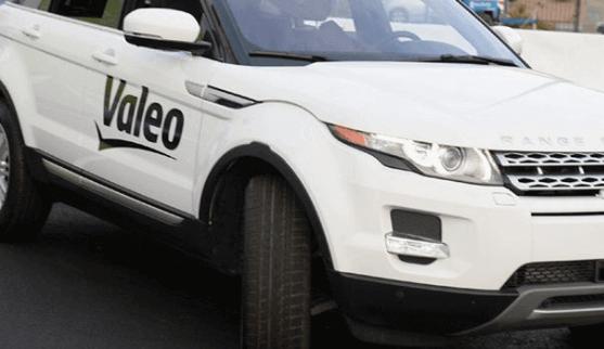 Valeo teste un Range Rover autonome place de l'Étoile à Paris !