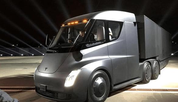 Le camion autonome Tesla Semi sur nos routes en 2019 !