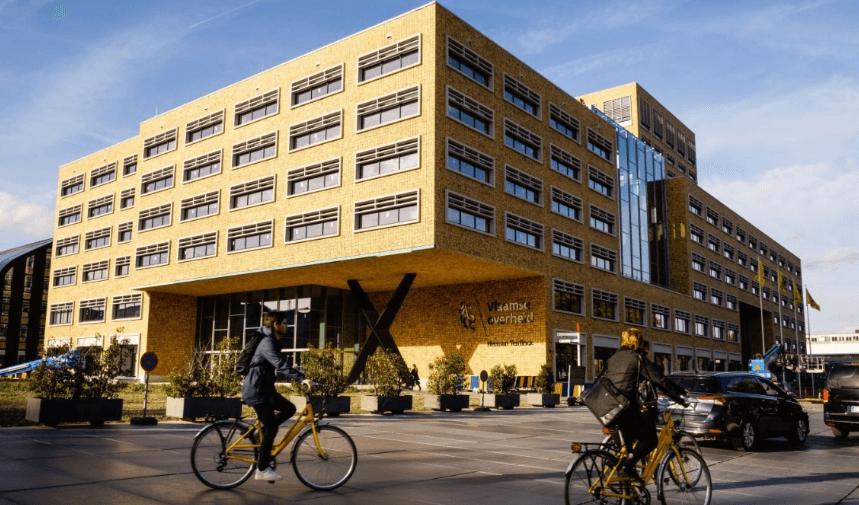 Des Surface Hub dans le nouveau bâtiment du Vlaamse overheid