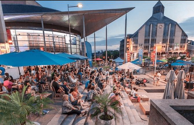 Par le biais du Smart City Live Lab, Ottignies-Louvain-la-Neuve et Proximus ambitionnent d'explorer les possibilités et les bénéfices de l'internet des objets et du data analytics au profit du citoyen et de la ville.