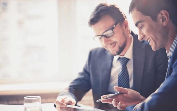 Espace en ligne sécurisé, Mon Coach Exact améliore la collaboration entre les experts-comptables et leurs clients. Gains de temps et mises à jour instantanées.