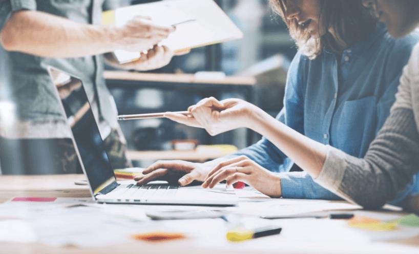 Avec MarS (Master all Resources), Econocom fournit aux décideurs les solutions pour mesurer, piloter et améliorer la performance des solutions digitales déployées auprès des collaborateurs de leur entreprise.