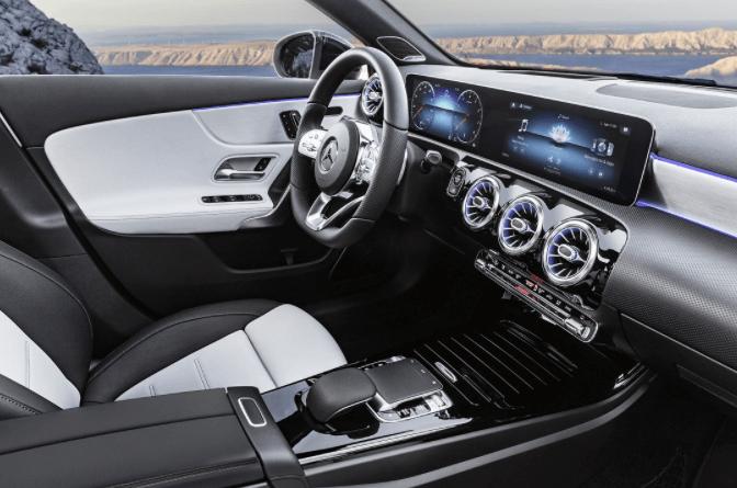 La nouvelle Mercedes Classe A roule à l'intelligence artificielle !