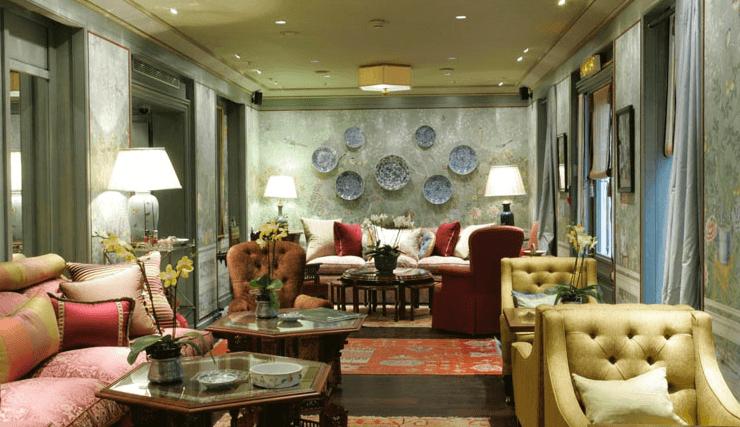 Hôtel Daniel à Paris, entre épopée fabuleuse en et route de la soie, croisé d'influences orientales. Un 4 étoiles exotique affilié à Relais & Châteaux. A dix mille lieues des enseignes aseptisées.