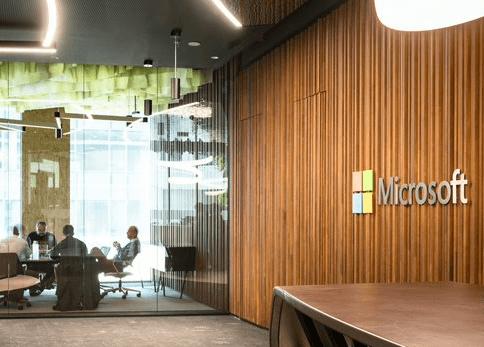 Microsoft inaugure son nouveau siège, baptisé Microsoft Home, sur le site de Brussels Airport. Place à l'innovation autour de l'AI.