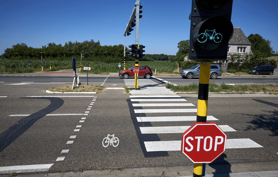 L'Agentschap Wegen en Verkeer s'apprête à numériser 400 carrefours à Anvers. Des feux de signalisation intelligents peuvent automatiquement adapter les phases rouges ou vertes en fonction des conditions de circulation.