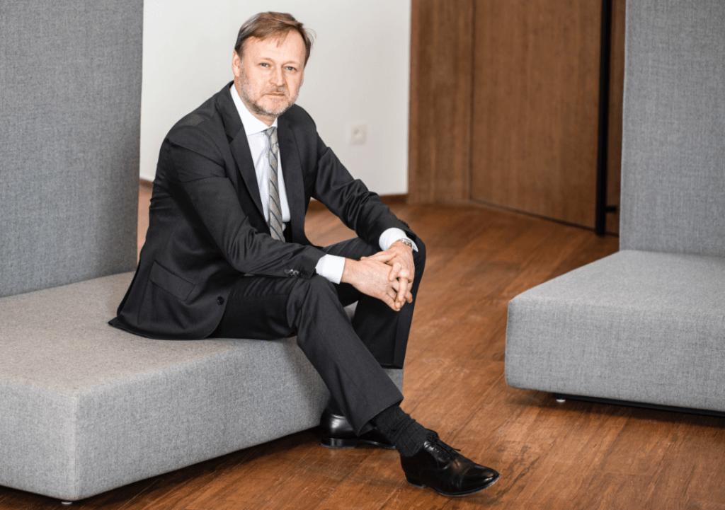 Xavier Biermez : Chez Konica Minolta, nous avons rapidement adapté nos activités en Belgique et aux Pays-Bas, dans la mesure du possible, pour passer du travail au bureau au travail à distance.