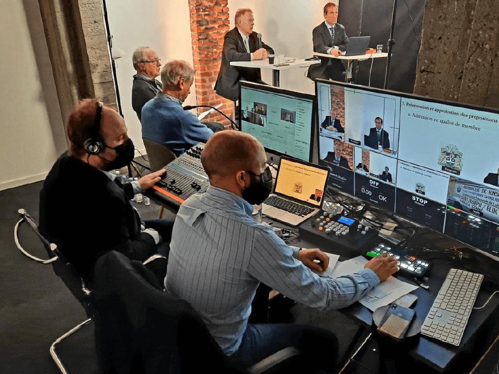B-meeting.online, synergie originale entre trois acteurs dont Seed Factory, le coworking et business center connu à Bruxelles, Stream It Studio avec sa technologie et studio de visiocommunication 3.0 et Votick, spécialiste de l'interaction live, plus Cisco Webex, Kernel et Odoo.
