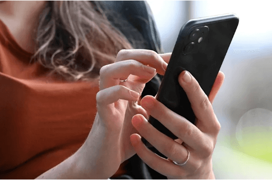 L'informatique recyclée s'imposera, par la force des choses... Au cours de sa vie, un iPhone 12 génère 82 kg de gaz à effet de serre, et un MacBook Pro 465 kg. Ce qui donne particulièrement à réfléchir, c'est que 86 % des émissions de CO₂ sont générées lors de la fabrication d'un iPhone 12 Pro
